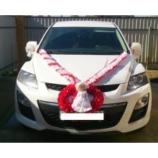 Комплект для украшения машины (Лента на капот- 1шт (бело/красная), украшение на радиатор (красный)  1шт, банты на зеркала или ручки- 2шт(бело/красные), кукла) №3454_2.906