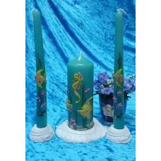 """Комплект """"Аквариум"""" Свеча 6 х 15,5 см, свечи тонкие 2,3 х 25см - 2 штуки, подсвечники 3 штуки, время горения 30 ч и 8ч  №2957.462"""