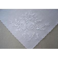 Платочек белый с вышивкой размер:290х290мм №24.85
