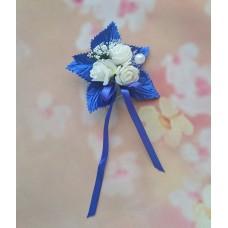 Бутоньерка сине-белая