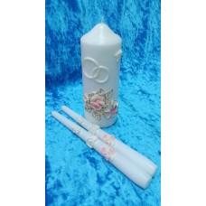 """Комплект Свеча """"Свадебные цветы"""", 7 х 18,5 см и Свечи тонкие 2,3 х 25см - 2 штуки, цвет: белый с розовыми цветами, время горения 85 ч и 8ч  №2950.449"""