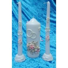 """Комплект Свеча """"Свадебные цветы"""", 7 х 18,5 см и Свечи тонкие 2,3 х 25см - 2 штуки, подсвечники 2 штуки, цвет: белый с розовыми цветами, время горения 85 ч и 8ч  №2950.527"""