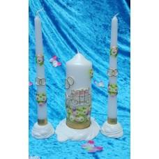 """Комплект """"Карета"""" Свеча 6 х 15,5 см, свечи тонкие 2,3 х 25см - 2 штуки, подсвечники 3 штуки, цвет: белый с золотом, время горения 70 ч и 8ч  №2952.462"""