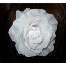 Цветок на маленькой заколке-крокодильчике 9см белый №56.60
